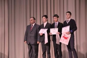 Артур Маргарян и финалисты форума