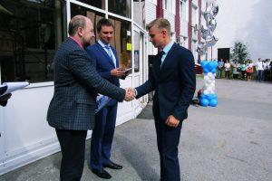 Дмитрий Паутов и Денис Неустроев поздравляют первокурсников КИиСа