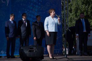 Первокурсников поздравляет и.о. ректора Вероника Ефремова