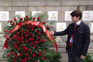 Церемония возложения цветов к мемориалу советских лётчиков