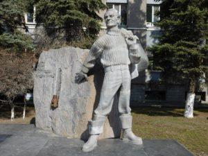 Памятник Ю.Г. Эрвье в Тюмени