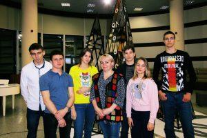 Студенты группы АТПт-16-(9)-2 с классным руководителем Т.П. Муштенко