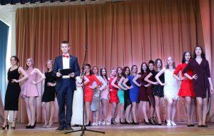 Учатсницы на сцене