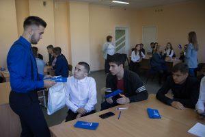 Никита Нагаев общается с учениками