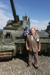 Евгений Артамонов с внуком Артёмом - будущим воином