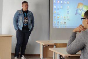 Глеб Ярков рассказывает участникам арктического научного сообщества ТИУ о своей поездке в Харбин