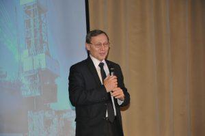 Заместитель директора НТЦ «НОВАТЭК», д.г.-м.н.,  Владислав Кузнецов.