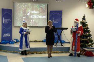 аталья Аксёнова поздравляет студентов