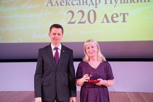Тюменский автор Ирина Жгурова и президент Российского союза Писателей Дмитрий Владимирович Кравчук