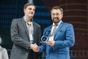 Михаил Самохвалов (слева)